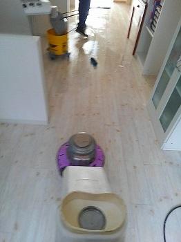 床・マンション・アパート清掃・草むしり・高圧洗浄